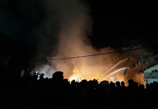 Kebakaran menghanguskan 3 rumah Dinas PU di Inhil.