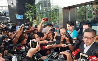 Hasto Kristiyanto usai diperiksa KPK. Foto:CNNIndonesia