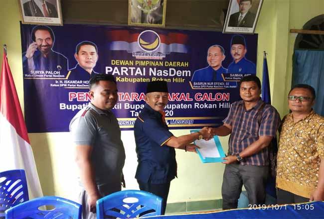 H Bachtiar ST MT saat mendaftarkan diri ke Partai Nasdem sebagai bakal calon Bupati Rohil.