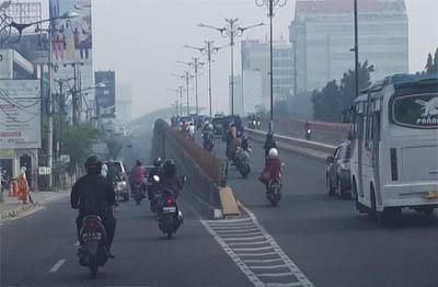 Warga Pekanbaru banyak yang mengeluh pusing akibat asap.