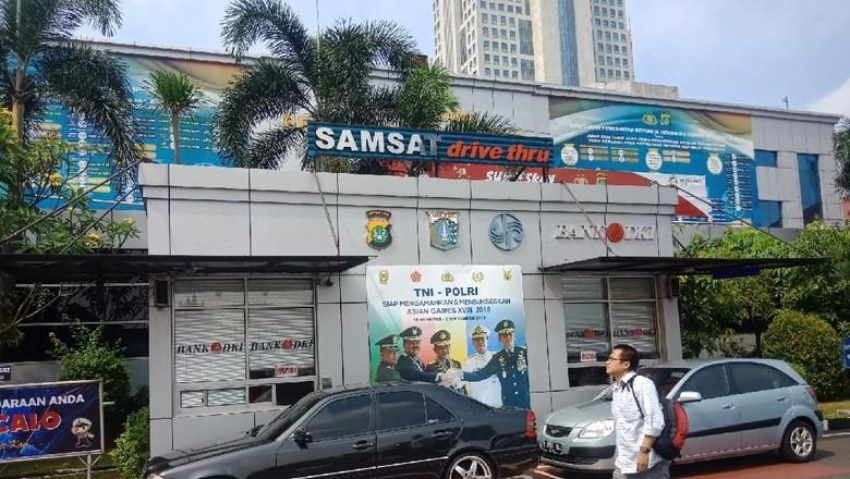 Pembayaran pajak kendaraan di Samsat Jaksel