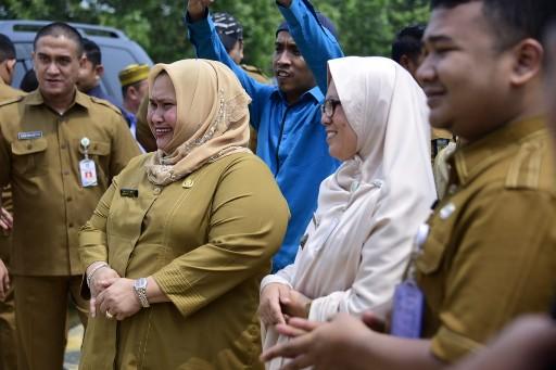 Staf Ahli Bupati Bidang Sumber Daya Manusia dan Kemasyarakatan Kasmarni turun ke lapangan bertemu masyarakat.