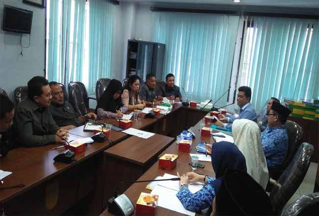 Hearing Komisi III DPRD Pekanbaru dengan Disdik Pekanbaru.