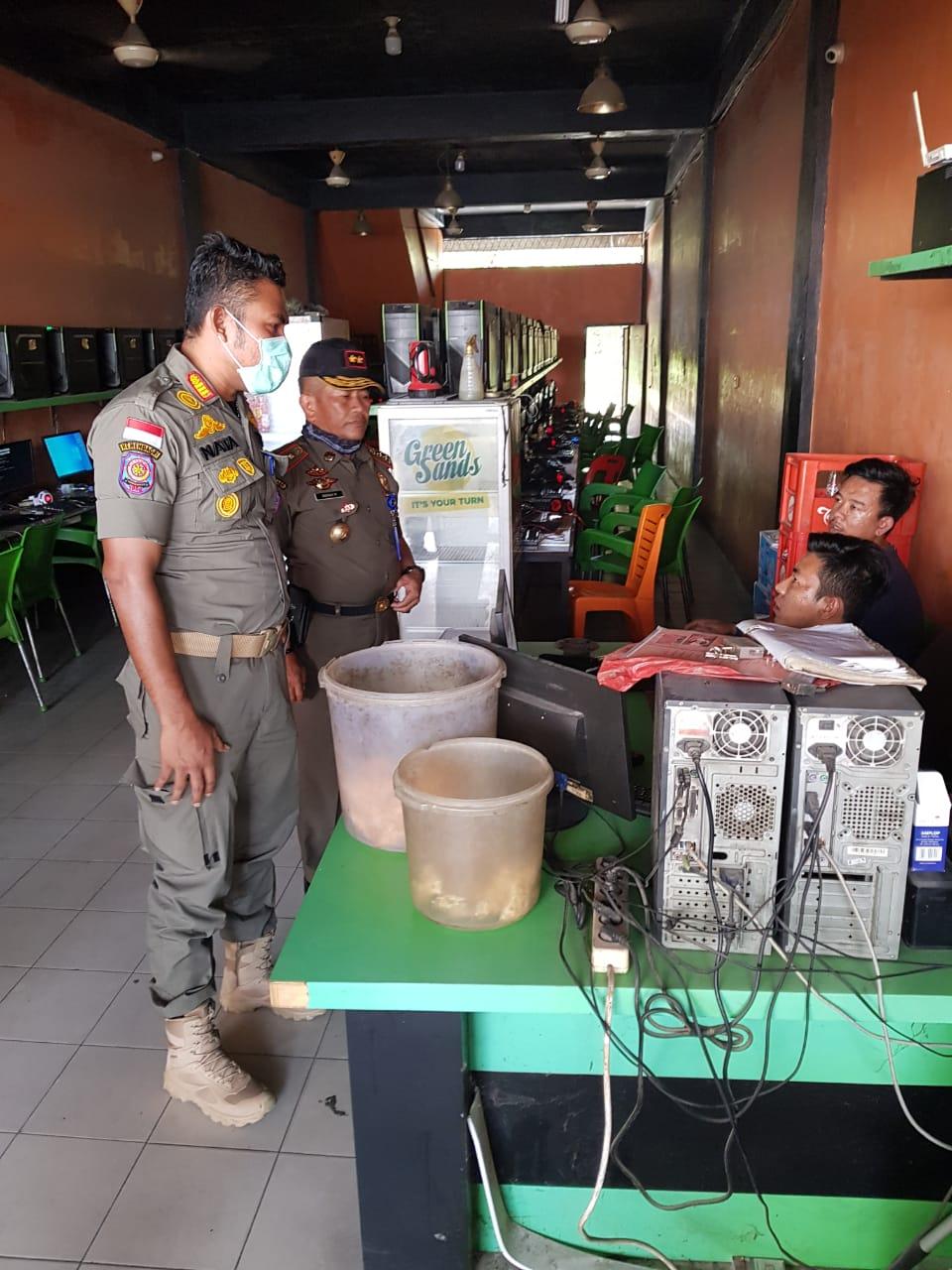 Penertiban warnet di Pekanbaru.