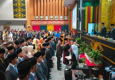 Pelantikan dan pengambilan sumpah janji anggota DPRD Pekanbaru.