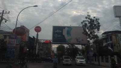 Salah satu bando yang masih berdiri di Pekanbaru.