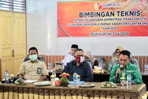 Bimbingan Teknis (Bimtek) dengan tema potensi pelanggaran administrasi, pidana dan etik dalam pemilihan kepala daerah Kabupaten Kuantan Singingi tahun 2020.