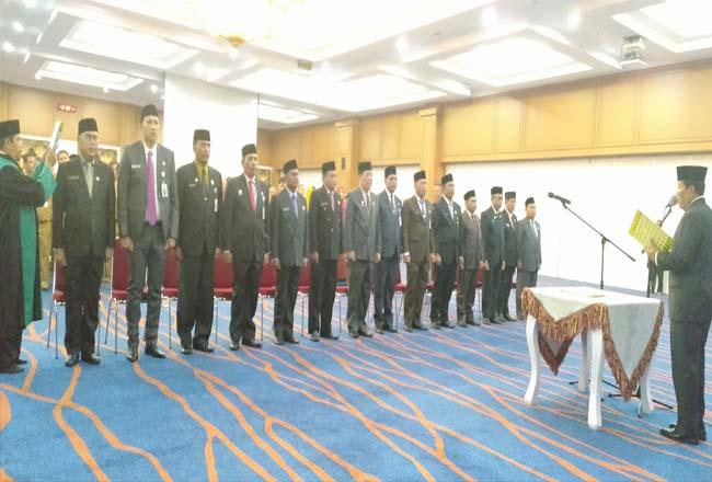 Bupati Sukiman, melantik dan mengukuhkan pejabat Tinggi Pratama Esleon II yang dilantik serta dikukuhkan, di Convention Hall Majsid Agung Islamic Centre Rihuk.
