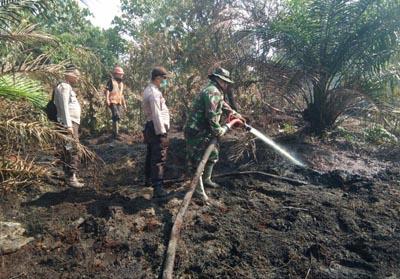 TNI dan Polisi turun ke lokasi Karhutla di Desa Kesuma Kecamatan Pangkalan Kuras.