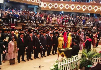 65 orang calon anggota dewan hasil Pemilu 2019 hari ini Jumat (6/9/2019) resmi dilantik sebagai anggota Dewan Perwakilan Rakyat Daerah (DPRD) Riau