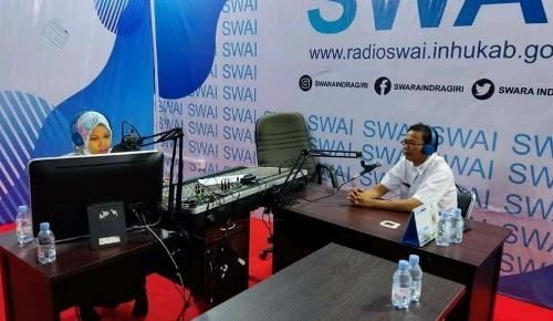Dinas Pemberdayaan Masyarakat dan Desa Kabupaten Inhu sosialisasikan Aplikasi Klinik Bumdes Inhu Berdaya di Radio SWAI FM.
