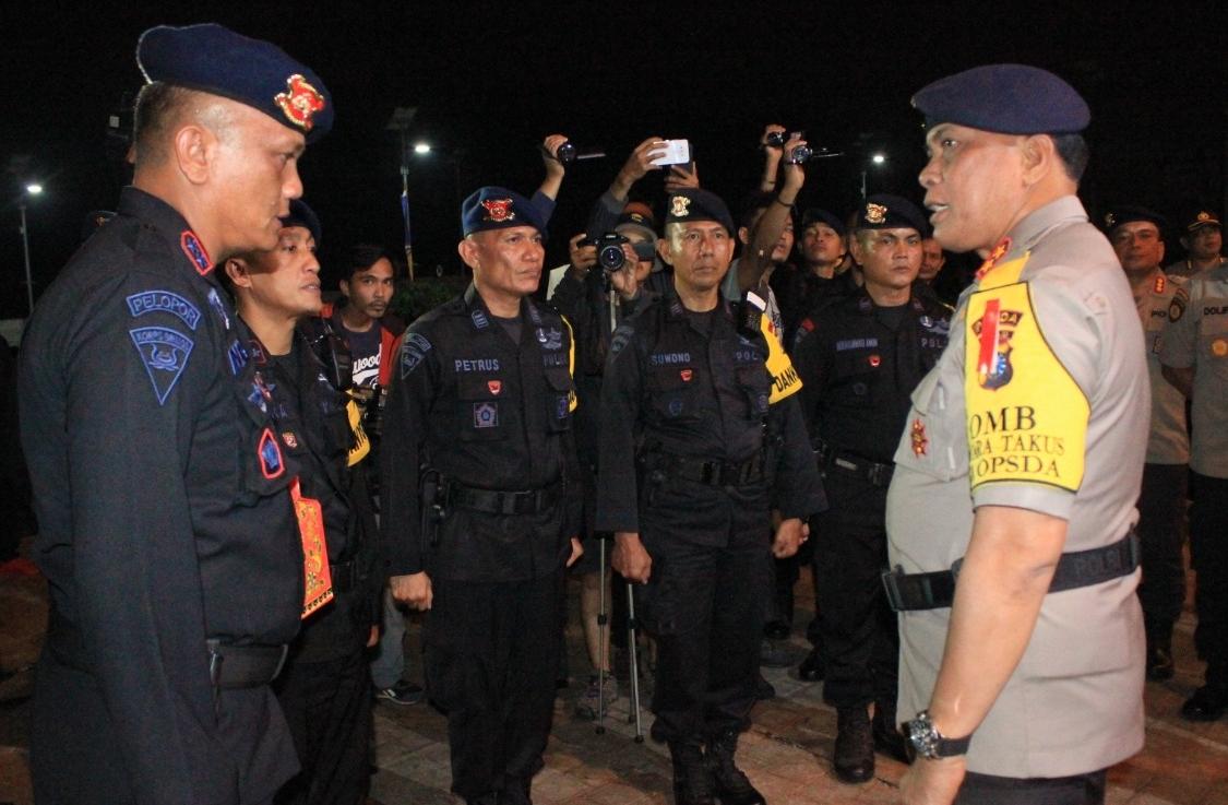 Apel upacara keberangkatan 300 anggota Brimobda Polda Riau untuk Bantuan Kendali Operasi (BKO) pengamanan di Provinsi Papua.