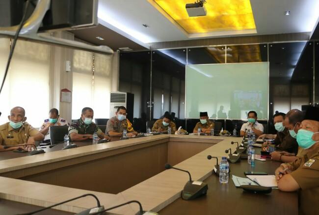 Bupati Pelalawan HM Harris saat video conference bersama Gubernur Riau.