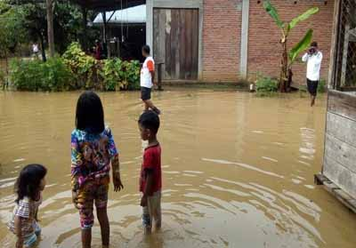 Banjir di Riau akibat hujan berketerusan.