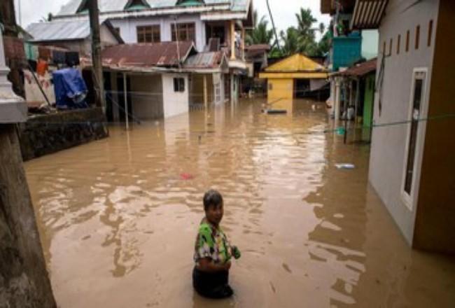 Banjir dan tanah longsor terjadi di Manado, tewaskan enam orang. Foto: CNNIndonesia