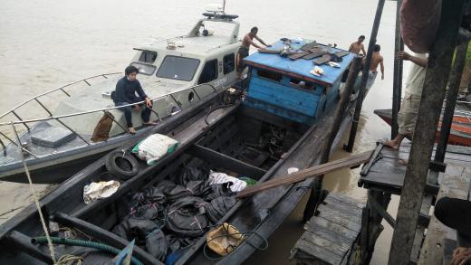 BC Dumai amankan barang ilegal asal Malaysia di Pelabuhan Ikan Bagansiapiapi Kabupaten Rokan Hilir, Jumat kemarin.