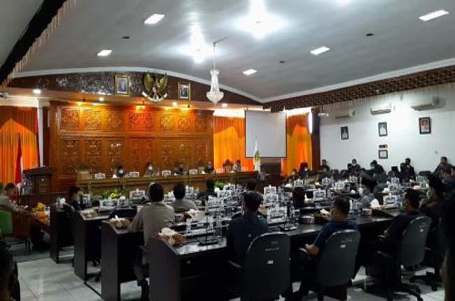 Sidang paripurna DPRD Kuansing dengan agenda jawaban pemerintah terhadap pandangan fraksi atas LKPj Bupati Kuansing 2019, Senin (6/7/2020).