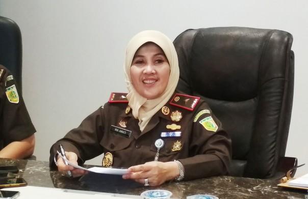 Kajati Riau, Mia Amiati