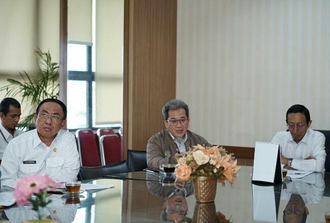 Bupati Inhil didampingi Wakil Ketua 1 DPRD Edi Gunawan, SE (Asun), Sekda Inhil Said Syarifuddin, Asisten II Setda Inhil Drs.Afrizal, Tim TAPD serta beberapa Kepala OPD mengunjungi Kemendagri dan Kementerian Keuangan.