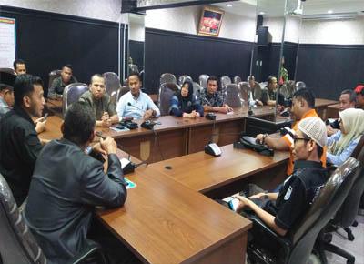 Rapat di hari pertama kerja  Fraksi PKS DPRD Pekanbaru.
