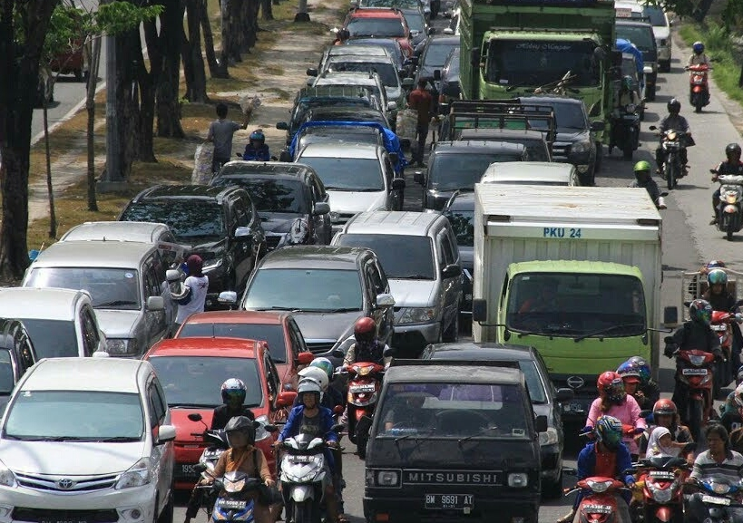 Macet Jalan Sudirman Pekanbaru.