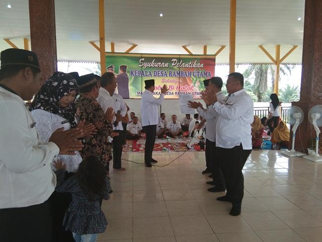 Bupati Sukiman menghadiri halalbihalal dan syukuran dilantiknya Usman Sugiono sebagai Kades Rambah Utama, Rambah Samo.