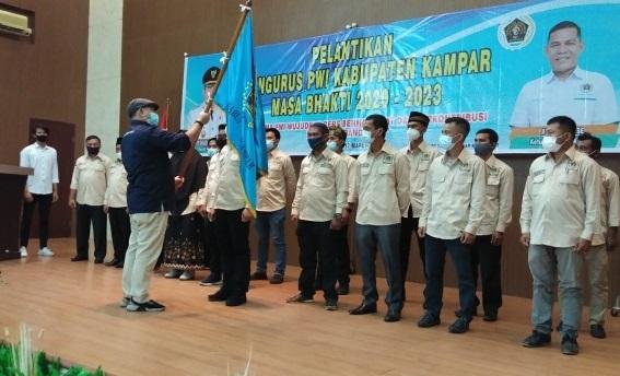 Pelantikan Pengurus PWI Kampar oleh Ketua PWI Riau Zulmansyah Sekedang