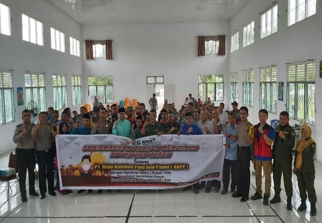 Kegiatan Sosialisasi Larangan Membakar Hutan dan Lahan di Gedung Serba Guna Tengku Maharatu, Kabupaten Siak, Jumat (11/10).