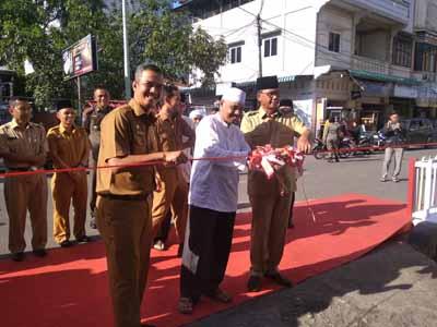 Bupati Rohil resmikan Pasar Ramadan.