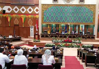 Rapat Paripurna perihal Jawaban Pemerintah Daerah tentang pandangan umum fraksi terhadap Raperda tentang perubahan Anggaran Pendapatan Belanja Daerah (APBD), Rabu (28/8/2019) sore di Ruang Rapat Paripurna DPRD Provinsi Riau.