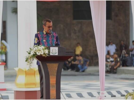 Gubri H Syamsuar beri sambutan saat peresmian Gedung Kantor Kejaksaan Tinggi Riau.