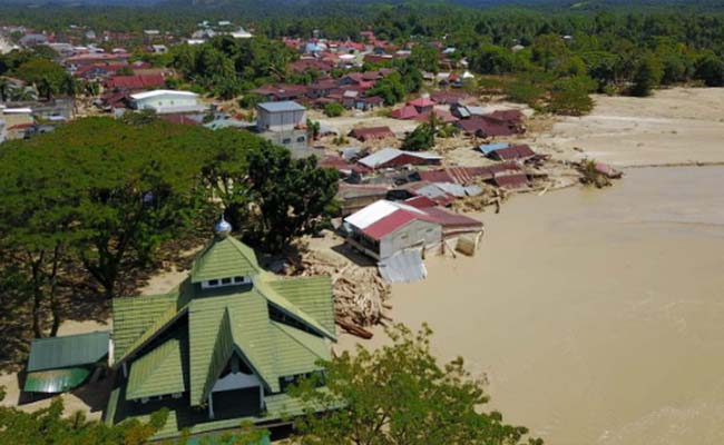 Banjir bandang yang menerjang Kabupaten Wajo, Sulawesi Selatan