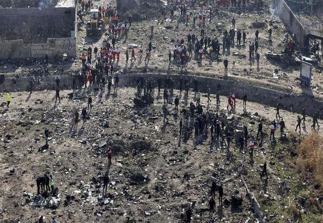 Puing pesawat Ukraina yang jatuh di Iran.
