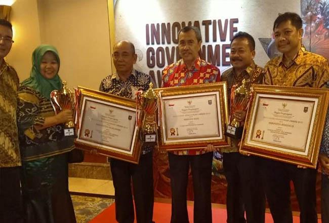 Gubernur H Syamsuar bersama penerima IGA 2019 dari Provinsi Riau di Jakarta, Senin, 7 Oktober 2019.