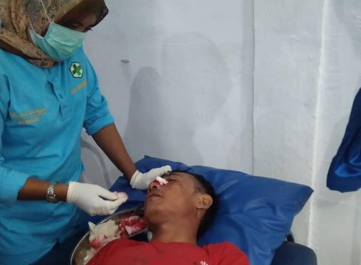 Korban selamat sedang diberi perawatan di Puskesmas Alai, Tebingtinggi Barat.
