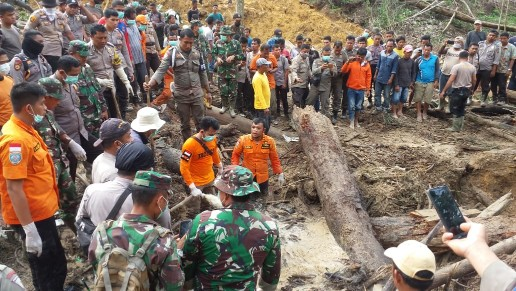 Dua jenazah warga Rohul tertimbun longsor akhirnya ditemukan