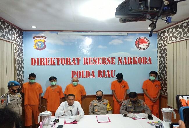 Tersangka yang berhasil diamankan Polda Riau.