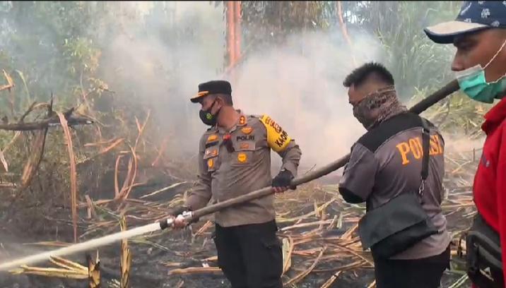 Kapolres Kepulauan Meranti, AKBP Eko Wimpiyanto Hardjito SIk memimpin langsung tim gabungan di Pulau Padang