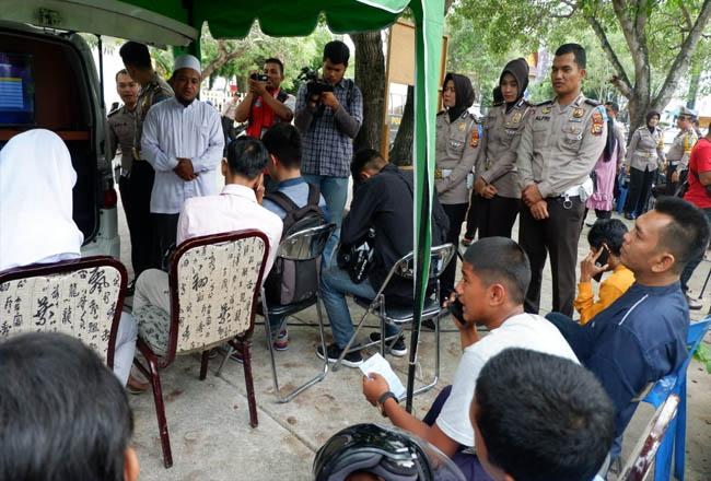 Operasi Zebra Muara Takus 2019, Senin (28/10/2019) di Jalan Sudirman depan Puswil Provinsi Riau, masih jaring sejumlah pengendara. Ustad dan pendeta hadir di lokasi untuk memberi pencerahan soal bahaya melanggar aturan lalu lintas.