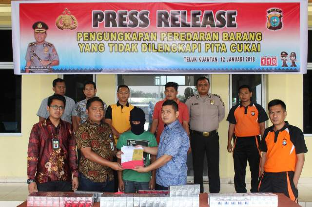 Penyerahan barang bukti dari Polres Kuansing ke pihak Bea Cukai