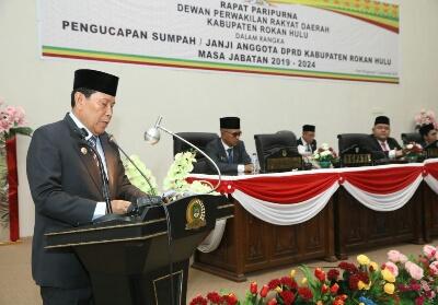 Bupati Sukiman, hadiri pelantikan 45 anggota DPRD Rohil masa bhakti 2019-2024 di gedung DPRD Rohul oleh Ketua PN Pasir Pangaraian.
