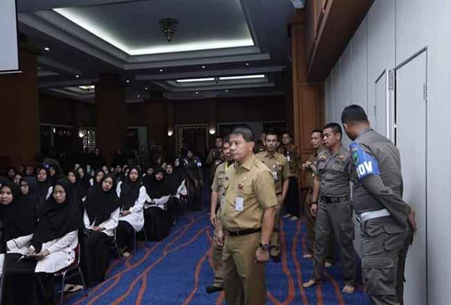 Sekda Rohul H Abdul Haris didampingi kepala BKPP Fatahnalia Putra, pantau pelaksanaan tes SKD CPNS Rohul di hari pertama pelaksanaan tes, yang digelar di Conventtion Hall Masjid Agung Islamic Centre Rohul.