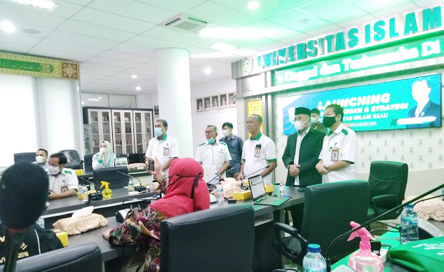 Launching yang dilaksanakan langsung rektor UIR Prof Syafrinaldi SH MH tersebut dihadiri seluruh wakil rektor, tim penyusun visi dan misi 2041