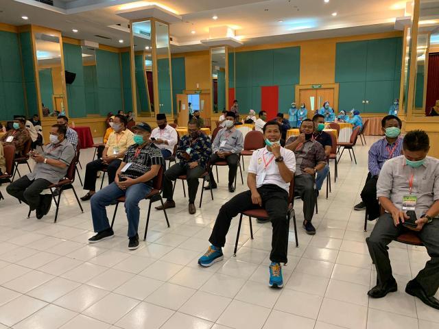 Eet dan Samda saat menjalani pemeriksaan kesehatan di RSUD Arifin Achmad.