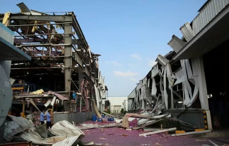 Pabrik di China meledak.