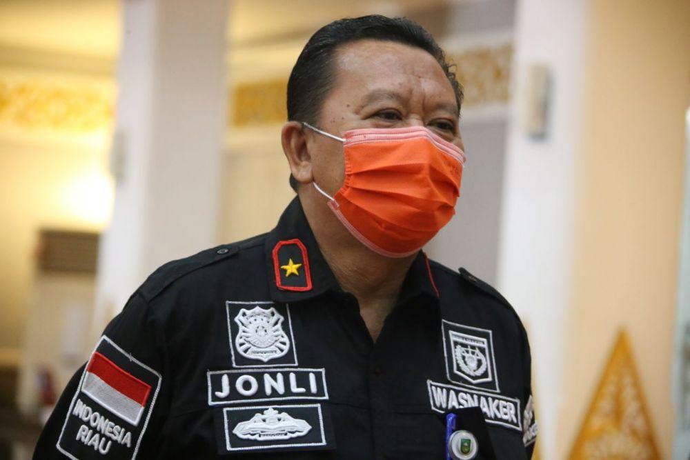 Kepala Disnakertrans Riau Jonli