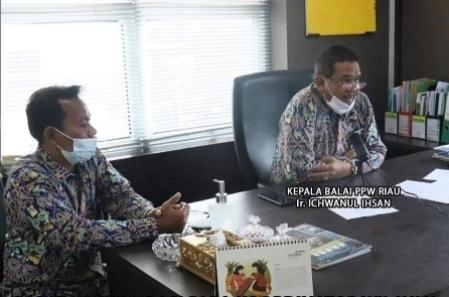 Kepala Balai PPW Riau, Ichwanul Ihsan (kanan).