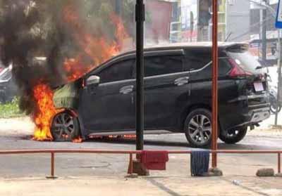 Xpander terbakar di Pekanbaru.