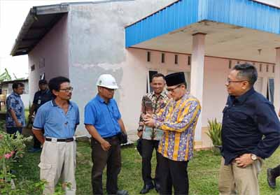 Walikota Dumai Drs H Zulkifli AS MSi meninjau proyek Jargas untuk rumah tangga di Kelurahan Buluh Kasap Kecamatan Dumai Timur.