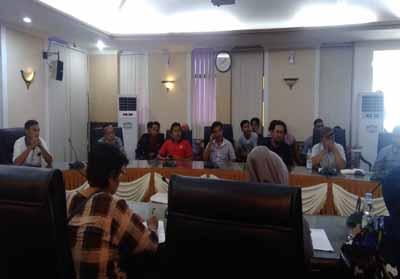 Pedagang datangi Pemko Pekanbaru protes keberadaan Indomaret di lingkungan Mal SKA.